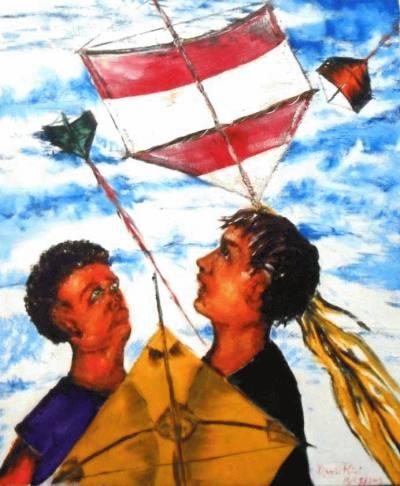 Dois meninos olhando pipas